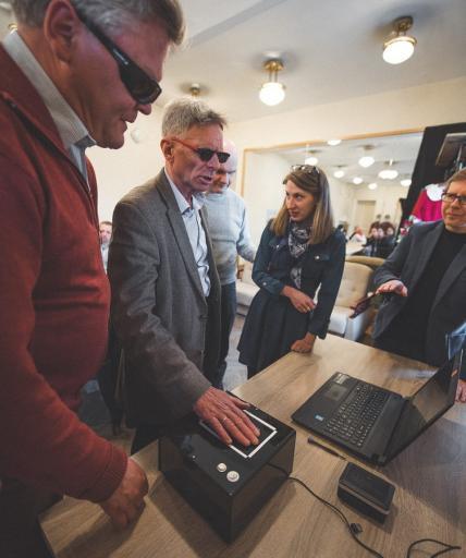 Warsztaty z prezentacją aparatu fotograficznego dla niewidomych Blind Touch