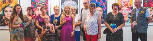 Uczestnicy warsztatów dla osób niewidomych w Galerii Bielskiej BWA