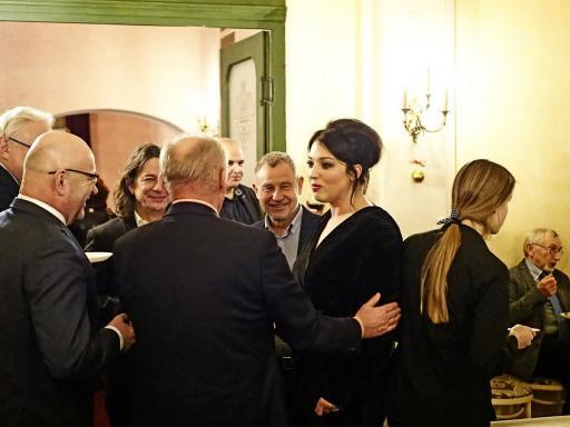 Goście na bankiecie po premierze spektaklu