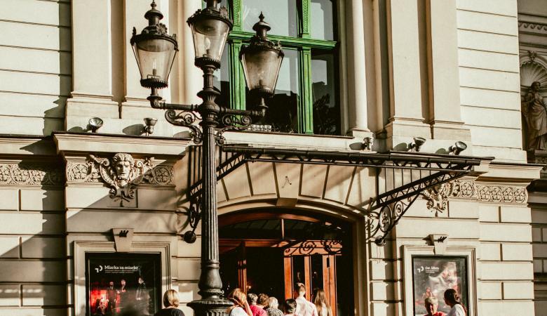 Wejście główne do budynku Teatru Polskiego