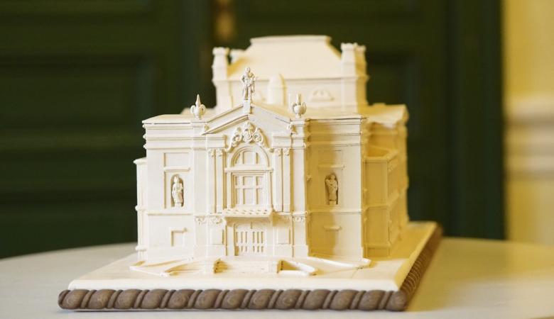 Makieta - trójwymiarowy model zabytkowego budynku Teatru Polskiego.