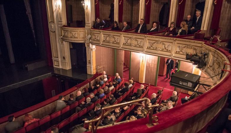 Na zdjęciu widownia teatru - widok z drugiego balkonu.