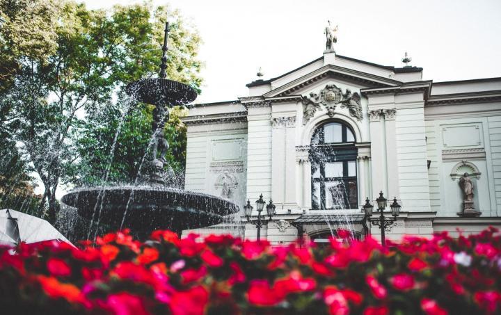 Fotografia fasady budynku Teatru Polskiego