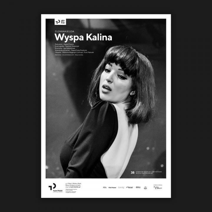 Czarno-biała fotografia aktorki Wiktorii Węgrzyn-Lichosyt, w ujęciu do pasa.